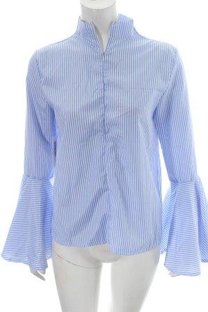 Believe-e Rüschen-Bluse hellblau-weiß Streifenmuster Street-Fashion-Look