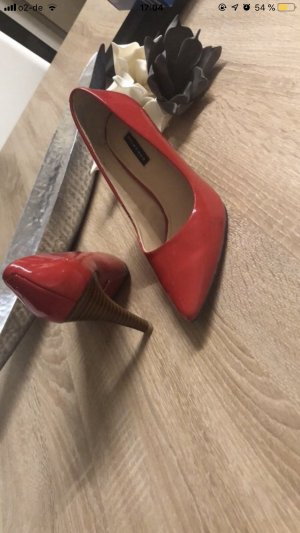 Belmondo Pointed Toe Pumps red