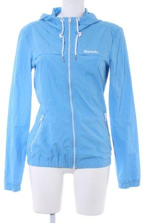 Bench Regenjacke kornblumenblau-weiß Casual-Look