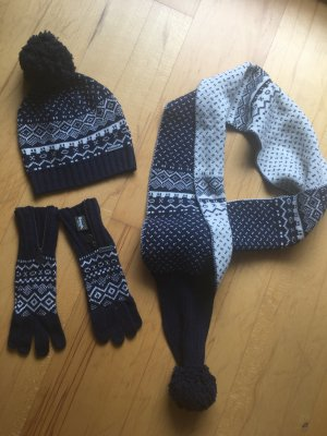 Bench Schal Mütze Handschuhe