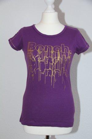 Bench T-Shirt lila mit Goldschriftaufdruck Größe M
