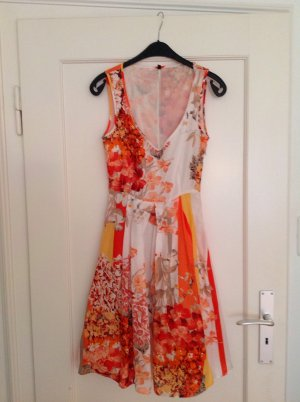 Benetton Kleid florales Muster Gr. XS/34 (nur zwei Mal getragen)
