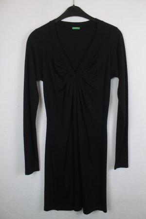 Benetton Kleid Langarmkleid Gr. S schwarz mit V-Ausschnitt (18/5/038)