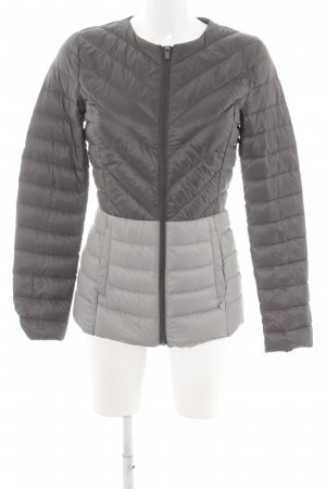 Benetton Steppjacke hellgrau-silberfarben Steppmuster Street-Fashion-Look