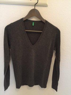 Benetton V-Ausschnitt Pullover grau im klassischen Stil