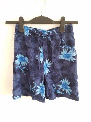 bequeme blau geblümte Shorts mit elastischem Bund
