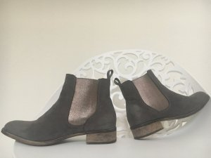 Bequeme Boots in grau