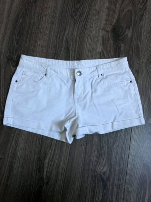 Bequeme Hot Pants in weiß