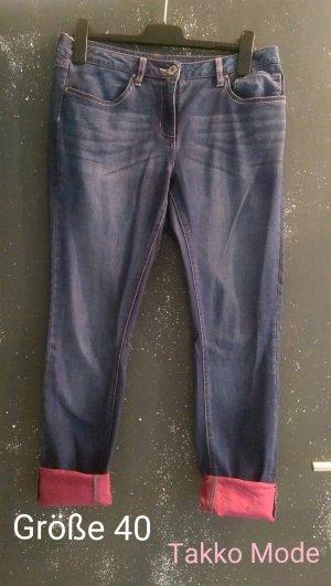 Bequeme Jeans mit pinker Waschung