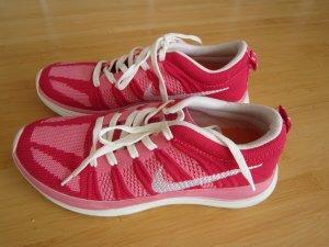 Bequeme Nike Schuhe in Größe 36