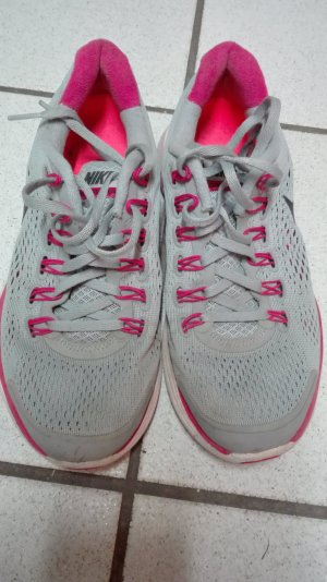 Bequeme Nike Sportschuhe