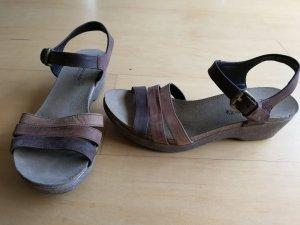 bequeme Sandalen in Brauntönen von Panama Jack, Keilabsatz