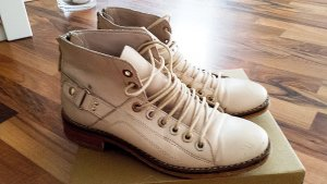 Bequeme Schnürstiefel aus echtem weichen Leder in beige von Zara, Gr. 36