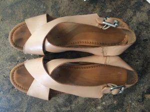 Bequeme Schuhe in nude farbenem Rindsleder