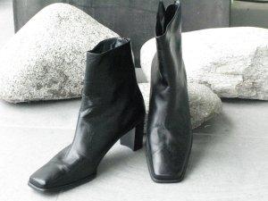 bequeme, sportliche Stiefelette von Stuart Weitzmann, Farbe schwarz