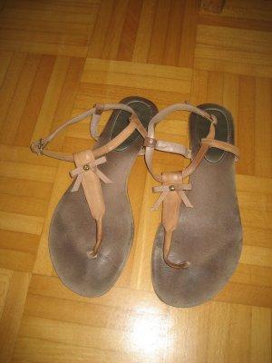 Sandalo toe-post color carne Pelle