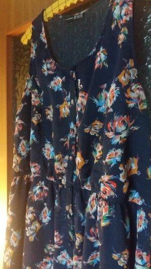 Bequemes Sommerkleid mit Blütenprint