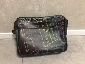 Berlin Tasche / Umhängetasche, schwarz aus Kunstleder