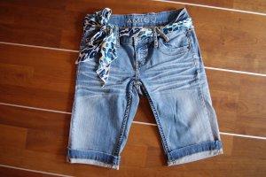 Bermuda Jeans mit Gürtel