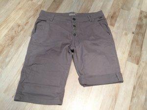 Bermuda Shorts / Kurze Hose