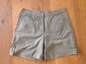 Bermuda Shorts navigrün