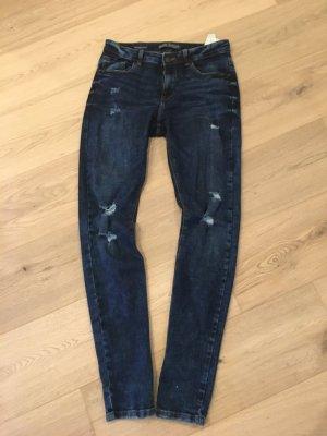 Bershka BSK Röhrenjeans Skinny Jeans dunkelblau Gr. 38 destroyed Look