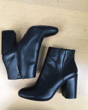 Bershka Classic Boots Stiefeletten Gr 39, schwarz fast neu