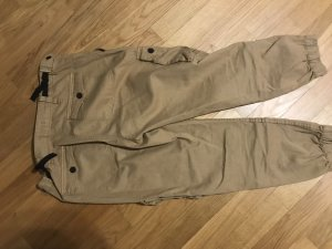Bershka Pantalone Capri color cammello
