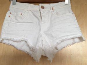Bershka Pantalón corto blanco