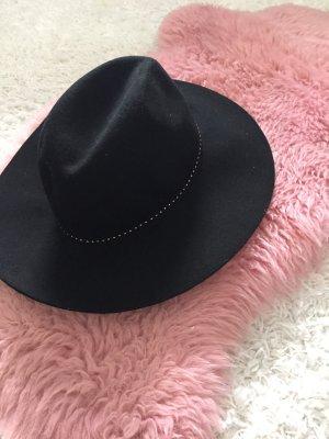 Bershka Hut schwarz Nieten 56cm neu
