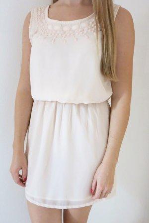 Bershka -  Kleid mit Schmucksteinen
