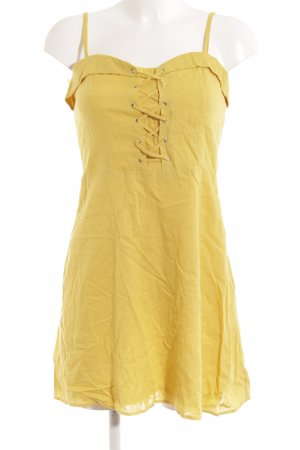 Bershka Mini vestido amarillo limón look casual