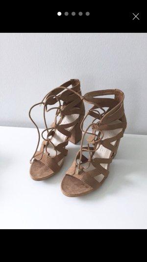 Bershka Sandalen met bandjes beige