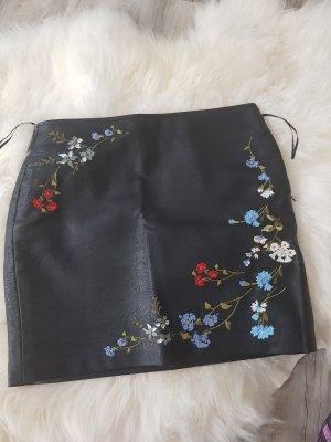 Bershka Falda de cuero negro