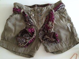 Bershka Shorts aus wertigen Stoff