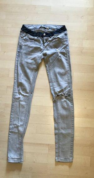Bershka Skinny Slim Jeans 36 grau destroyed Nieten sexy top