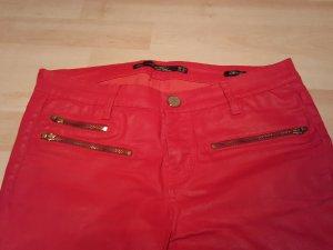 beschichtete rote Skinnyhose von Zara