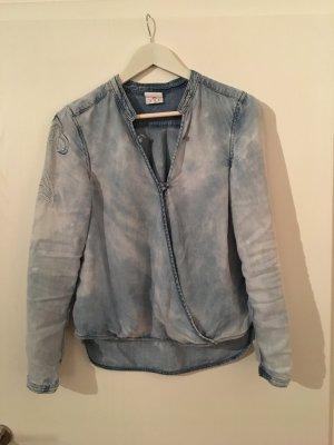 Besondere Bluse im Jeanslook