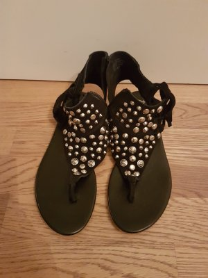 Besondere Sandalen in Wildleder mit Nieten