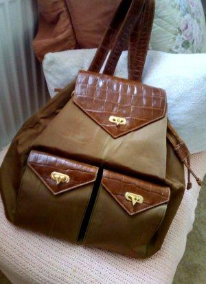 Besonderer Rucksack im zeitlosen Stil von Valentino Garavani