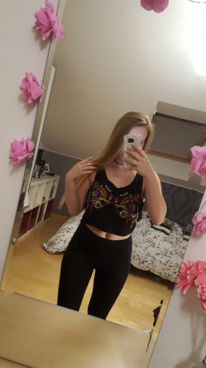 Besticktes Crop Top Blogger