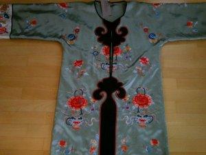 besticktes Kimono-kleid aus echter Seide / H&M