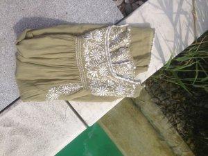 Besticktes süßes Sommerkleid von STAR MELA