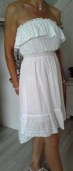 besticktes weisses Sommerkleid mit Bustier und Volant