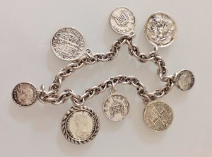 Bettelarmband mit Münzen