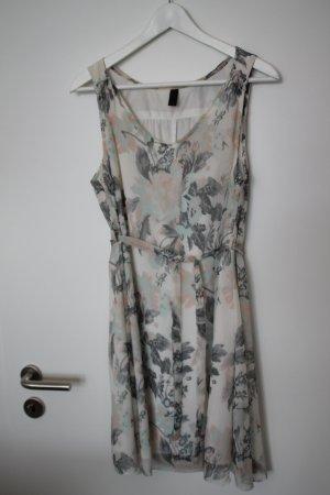 Bezauberndes Sommerkleid von Vila / Perfekt für Hochzeiten mit vielen Details