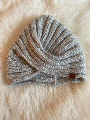 Bonnet en crochet gris clair