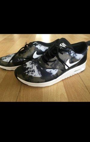 Biete Nike Thea Gr. 39