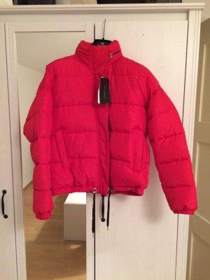 Big Puffa Fake Daunenjacke von Zara in der Trendfarbe Rot