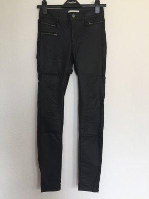 Biker Jeans in Lederoptik von VILA mit Reißverschlüssen in Größe S